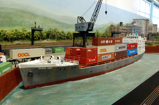 Maquetas de barcos en escala HO. Cortesía de Custom Model Railroads